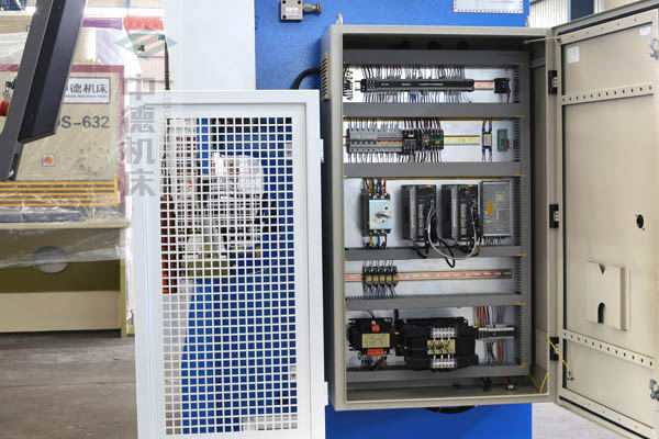 ZDPK-4015采用法国进口施耐德元气件,抗干扰,稳定耐用寿命长.jpg