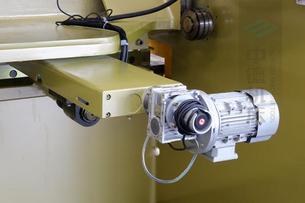 ZDG-832后挡料驱动结构,拥有强大扭矩.jpg