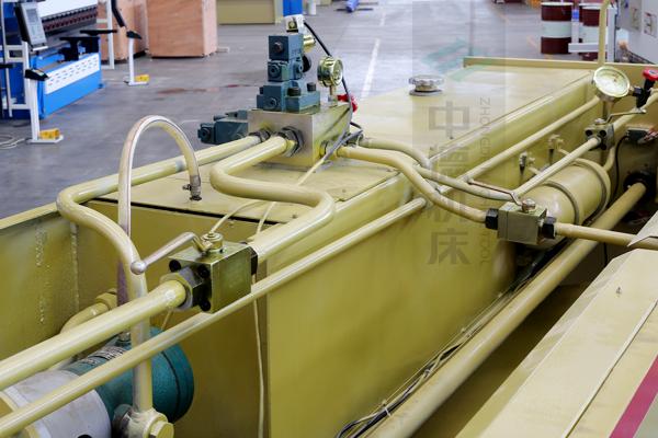 ZDG-832液压系统全金属管套连接,优质在于细节.jpg