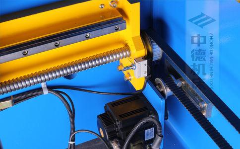 ZDPK-20032X轴配有滚珠丝杆及直线导轨,大功率伺服电机,钢丝同步带,能显著提升X轴定位精度及速度 (2).jpg