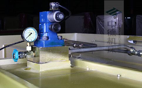 ZDS-832采用国内高品质液压阀,不漏油,无故障,能实时显示油压,并采用全金属高压管连接保证质量.jpg
