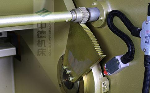 ZDS-832采用高精度刀片间隙调节齿轮,经过淬火高硬度又耐磨,表面镀锌不生锈,长年累月使用依然有很高的调节精度.jpg